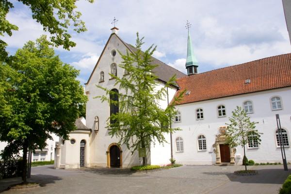 Die Außenansicht des Klostergebäudes